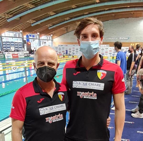 images Nuoto. Con l'atleta catanzarese Giovanni Caserta nuovo record regionale della Calabria Swim Race