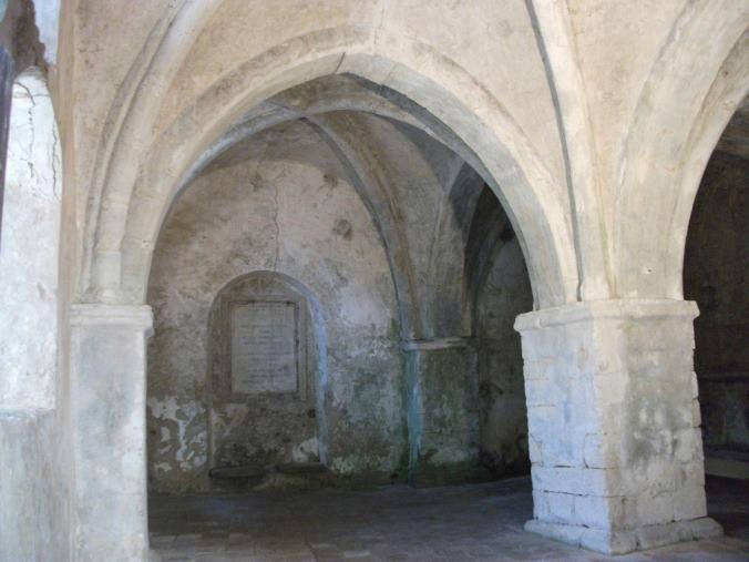 images Siti storici trascurati: è allarme per la chiesa gotica del XIII secolo (VIDEO)