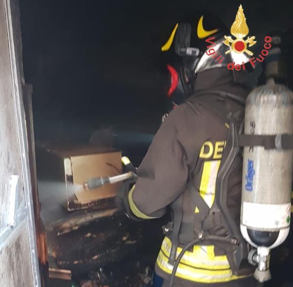 images In fiamme un appartamento a Lamezia Terme, s'indaga sulle cause dell'incendio