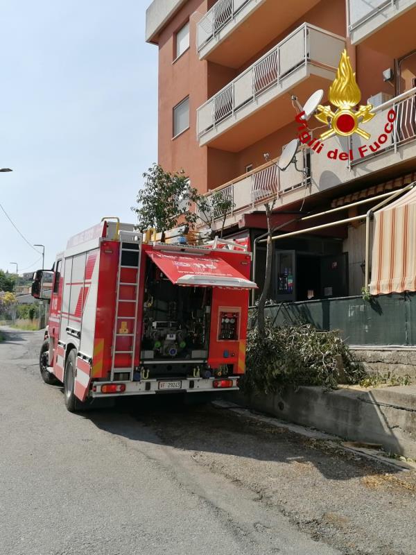 images Catanzaro. Incendio in un ristorante a viale Magna Grecia