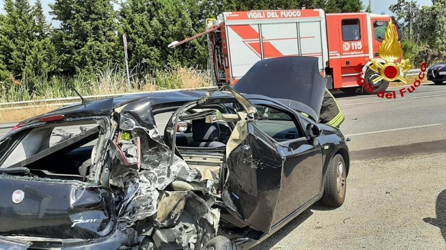 Incidente a Simeri Mare: coinvolti due mezzi. Un conducente è in ospedale