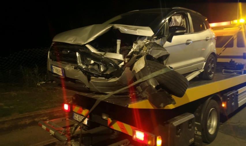 images Arriva a forte velocità e travolge auto con tre minori a bordo: donna fermata a Catanzaro Lido dai carabinieri