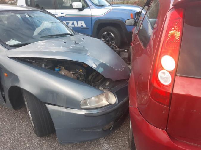 images Catanzaro. Due rom provano a sfuggire alla polizia e contromano a Santa Maria causano un incidente