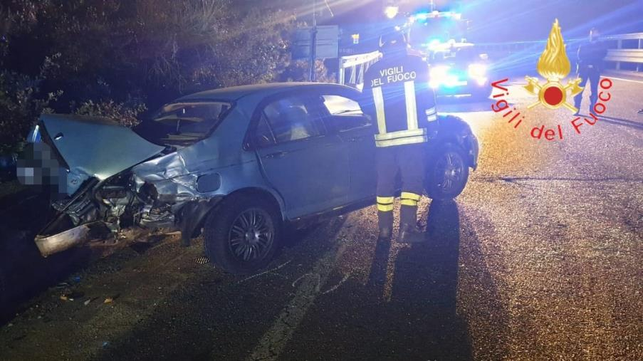 images Scontro fra due auto a Caccuri: due feriti gravi