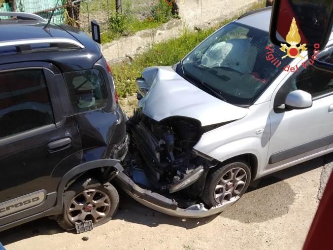 images Scontro tra auto, due feriti