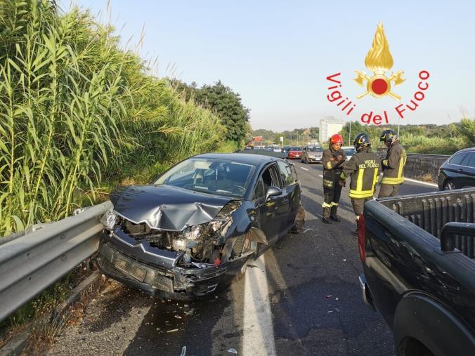 images Incidente sulla statale 280 in direzione Lamezia: tre auto coinvolte e un ferito