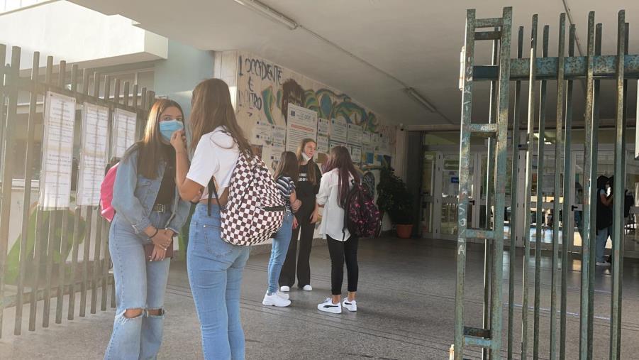 """images Primo giorno di scuola in Calabria. Gli studenti: """"Speriamo sia un anno sereno"""""""