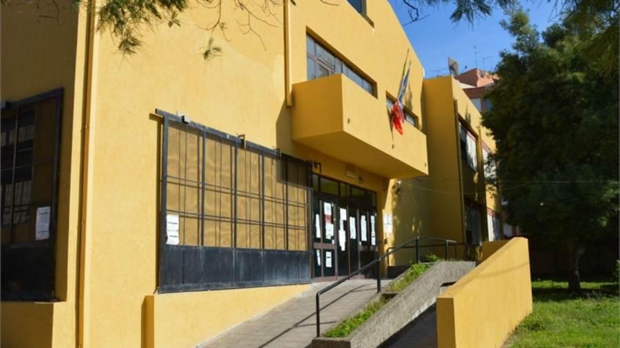 images Domani inaugurazione del murales del progetto Open space all'istituto Telesio