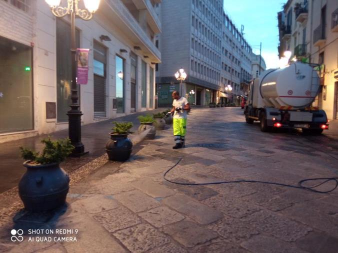 Catanzaro. Eseguito lavaggio delle strade nel centro storico