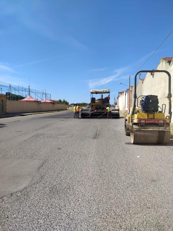 images Isola Capo Rizzuto, partiti i lavori di bitumazione delle strade comunali verso il mare