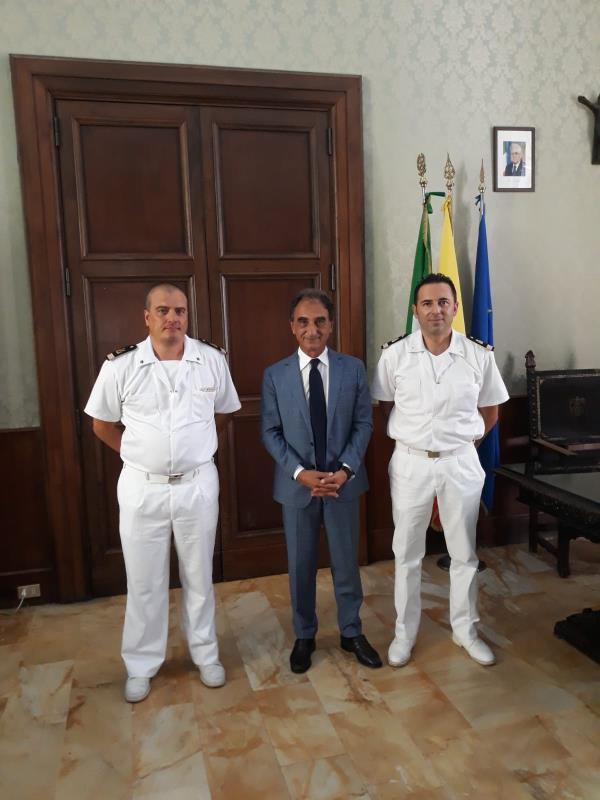 images Catanzaro. Passaggio del testimone all'Ufficio locale marittimo di Guardia costiera: il sindaco incontra gli ufficiali