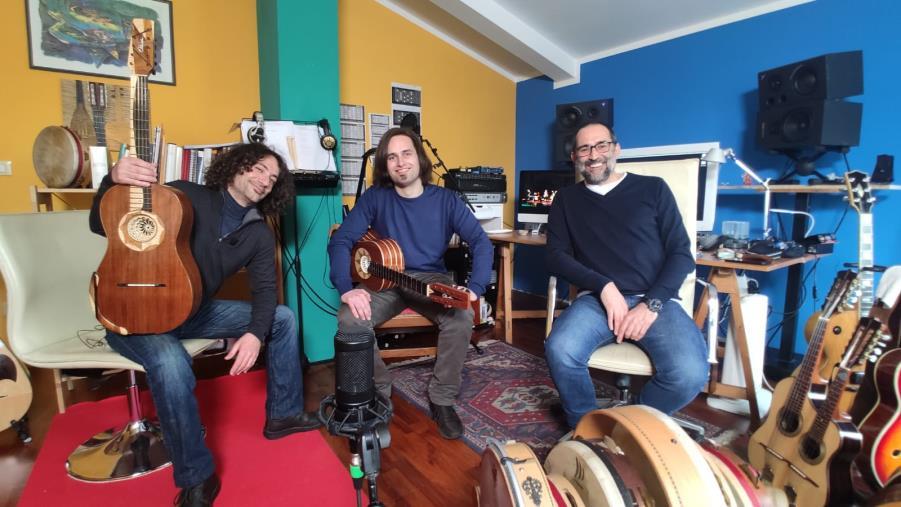 """images """"La Calabria che suona"""". Loccisano e la chitarra battente si raccontano a """"Storie di musici e dintorni"""""""