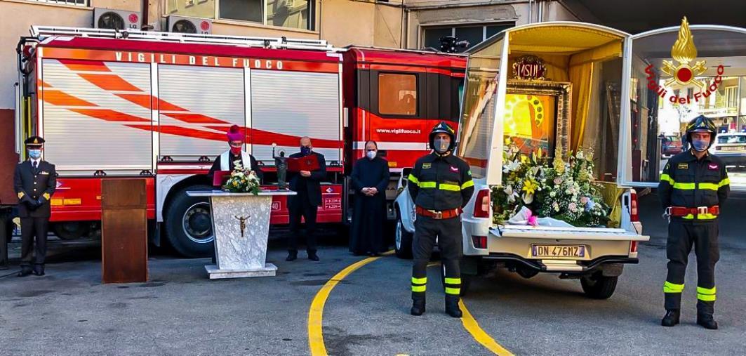 images Cosenza. Cerimonia con l'icona della Madonna del Pilerio al Comando dei Vigili del fuoco