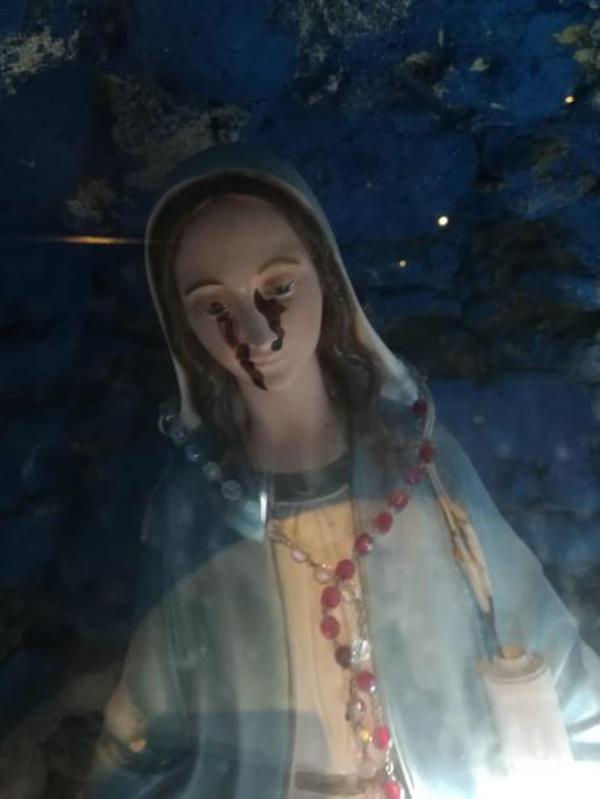 images La statua della Madonna 'piange' a San Gregorio d'Ippona, avviati gli accertamenti