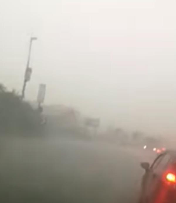 images Maltempo. Bomba d'acqua a Sellia Marina: strade e piazze allagate