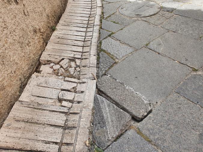 images Catanzaro. Gironda chiede il ripristino del tratto del marciapiede a larghetto Educandato
