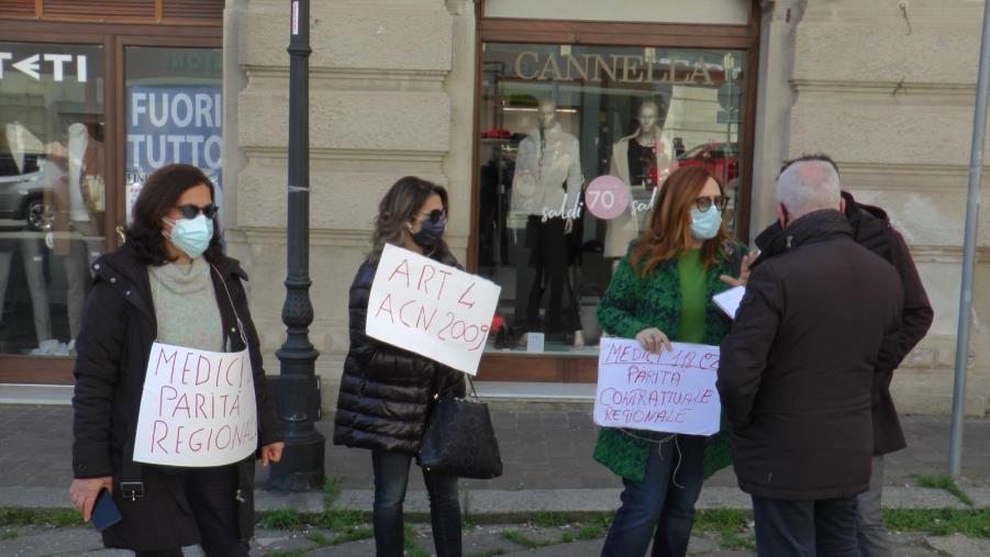"""images Tagliate le indennità dei medici del 118 di Catanzaro: """"Siamo vittime di disparità con le altre Asp"""""""