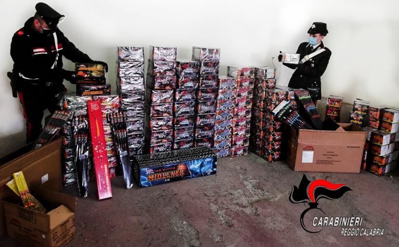 """images Montebello Jonico. Sequestrati 403 fuochi pirotecnici con 74 kg di polvere da sparo """"non autorizzati"""", 66enne denunciato"""