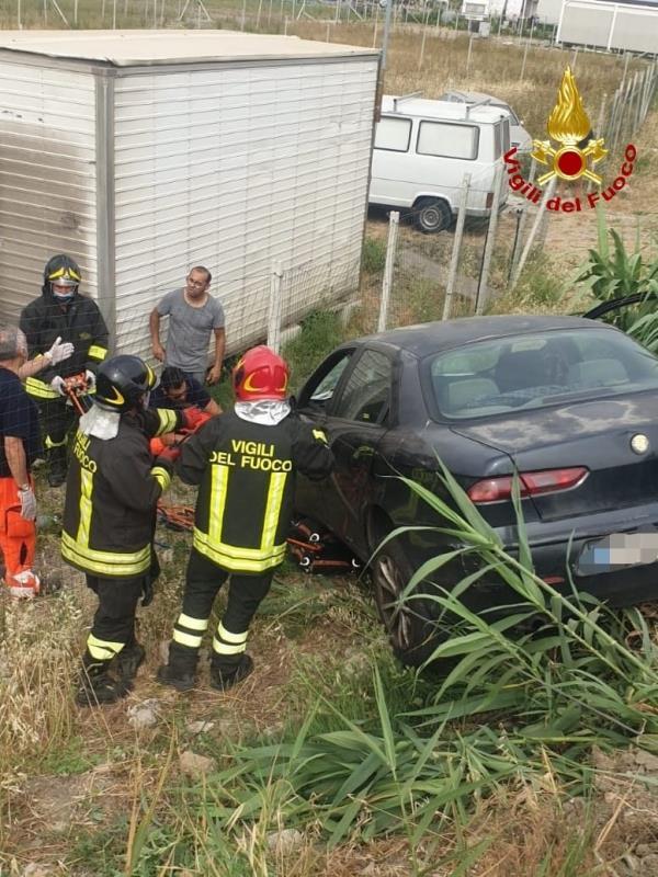 images Tragedia a Crotone. Travolto dalla sua stessa auto: morto un uomo
