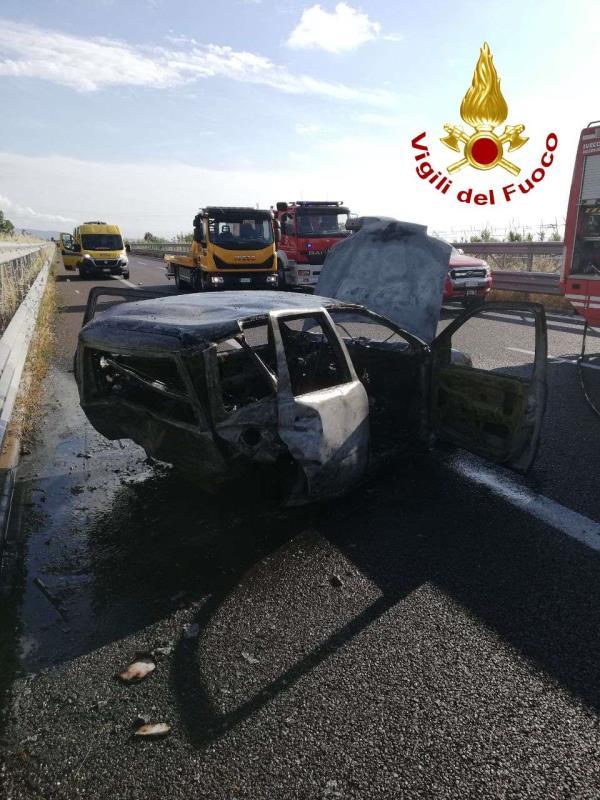 images Incidente fra due veicoli: un morto tra gli svincoli di Pizzo e Lamezia Terme