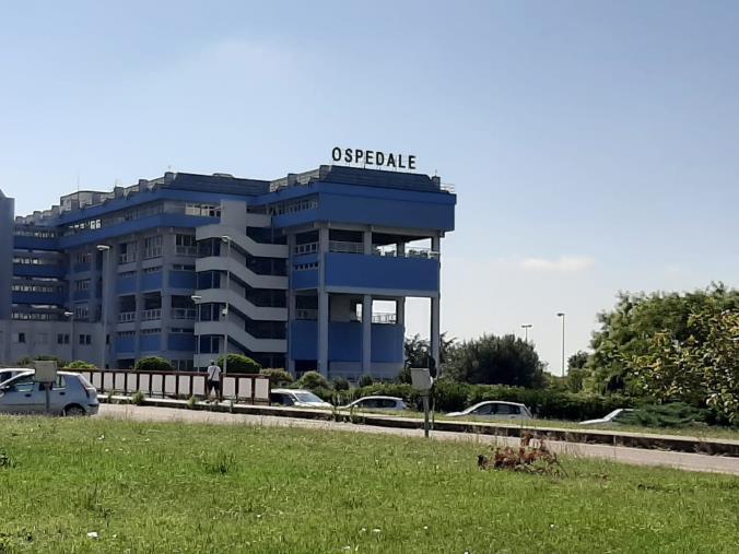 "images Ospedale di Lamezia in affanno. L'associazione Senza Nodi: ""Uno o due infermieri per venti malati Covid"""
