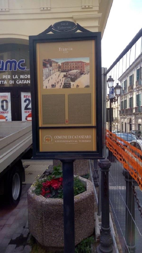 images Cara Catanzaro,  completata la sostituzione delle paline dei palazzi storici