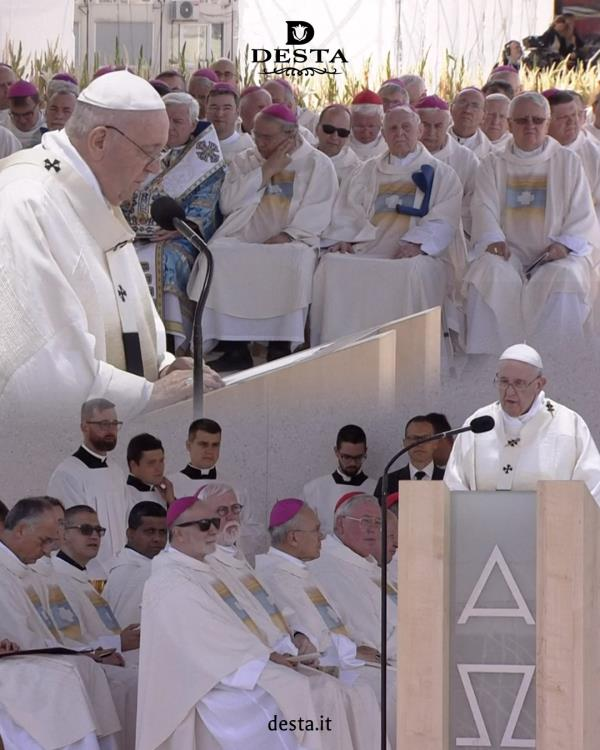 """Catanzaro. Desta """"accompagna"""" papa Francesco in Slovacchia non solo con la preghiera ma anche con iparamenti liturgici"""