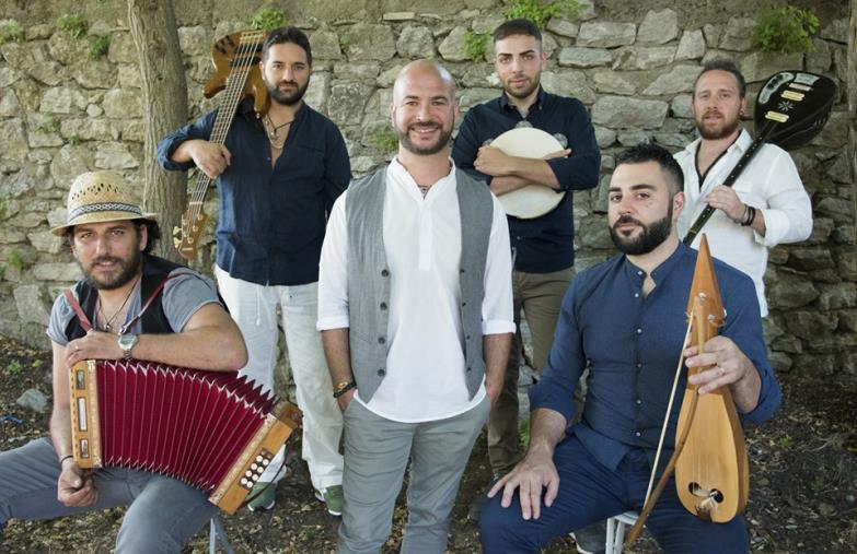 images La musica dei Parafonè protagonista in Portogallo: il 27 e 28 agosto live al FestivalSete Sóis Sete Luas grazie all'impegnodi Calabria Sona