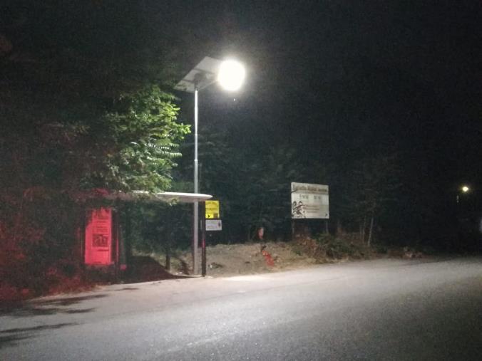 images Illuminata la fermata Amc nei pressi del bivio di Caraffa