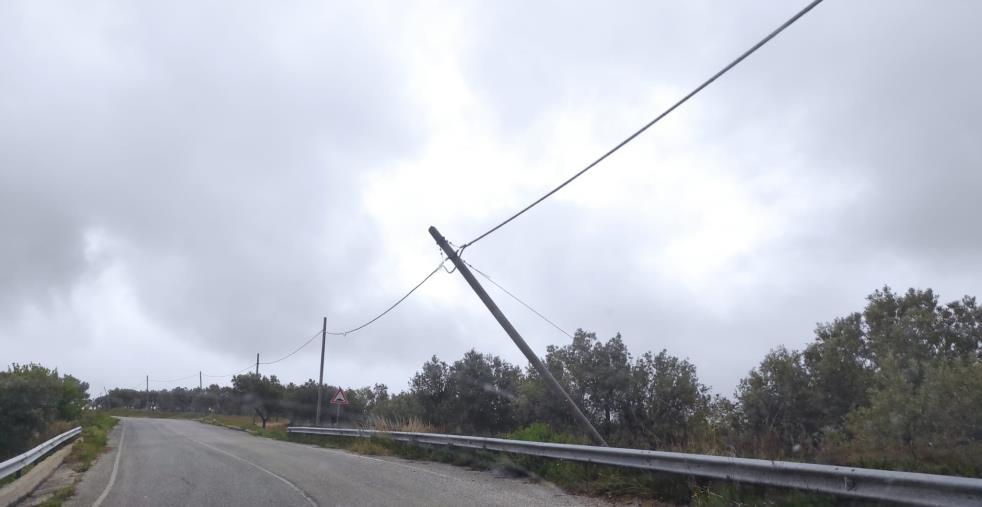 images Cropani. Dissestata e in stato di degrado: ecco la strada provinciale tra Andali e Cuturella