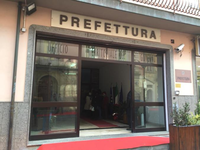 """images Vibo Valentia. Il Comitato ristoratori """"Zona bianca"""" protesta davanti alla Prefettura: """"Ristori inadeguati"""""""