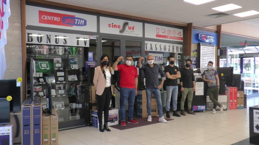 """Negozi dei centri commerciali chiusi nei weekend, scatta la protesta anche in Calabria: """"Siamo discriminati"""""""