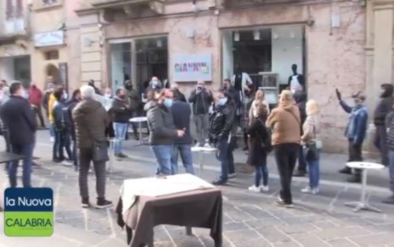 """images Vibo Valentia. I ristoratori esasperati: """"Basta vessarci. Vogliamo risarcimento dei danni"""""""