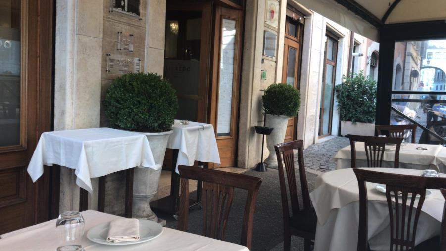"""images Bar e ristoranti chiusi durante le feste. Coldiretti: """"In Calabria persi 9 milioni di euro"""""""