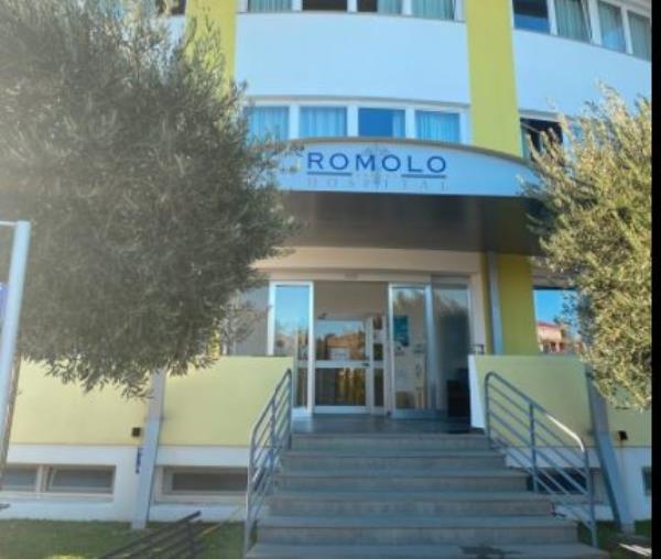 images Longo firma la decadenza dell'accreditamento del Romolo Hospital, ma il Tar sospende il decreto