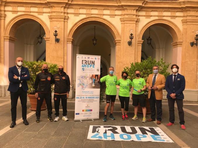 """images Cavallaro e Sculco alla partenza della tappa catanzarese della """"Run for hope"""""""