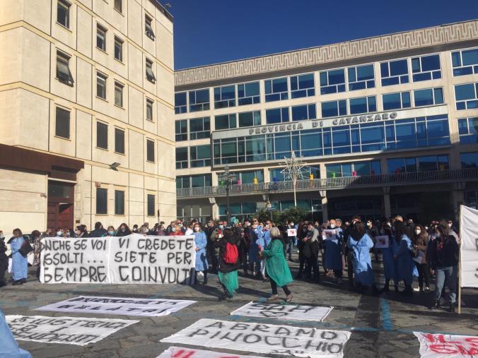 """images Sant'Anna hospital. Lavoratori in piazza: """"Difendiamo le eccellenza"""" (VIDEO)"""