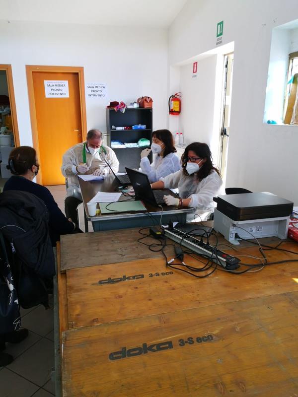 images Prima giornata di vaccinazione per la popolazione over 80 a San Pietro Apostolo