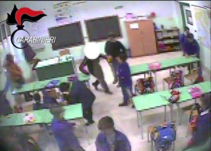 images Violenza sui bambini della scuola elementare di San Sostene: la Procura chiede il processo per due maestre