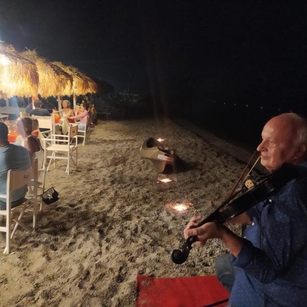 """images """"Recovery Party"""" al Da da da beach village, successo per la serata dedicata a San Valentino"""