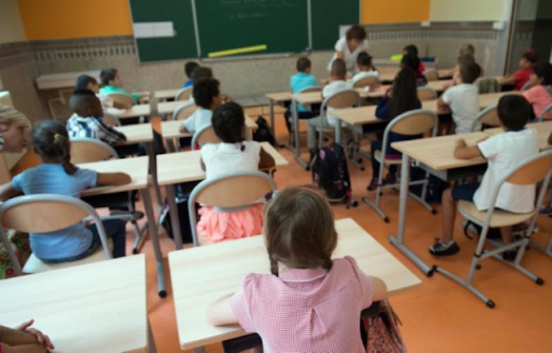 images Calabria zona rossa. Lezioni in aula fino alla prima media, in dad il resto degli istituti: le regole in vigore da oggi