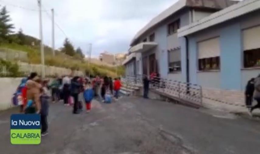 images Calabria zona rossa. Si torna in aula fino alla prima media