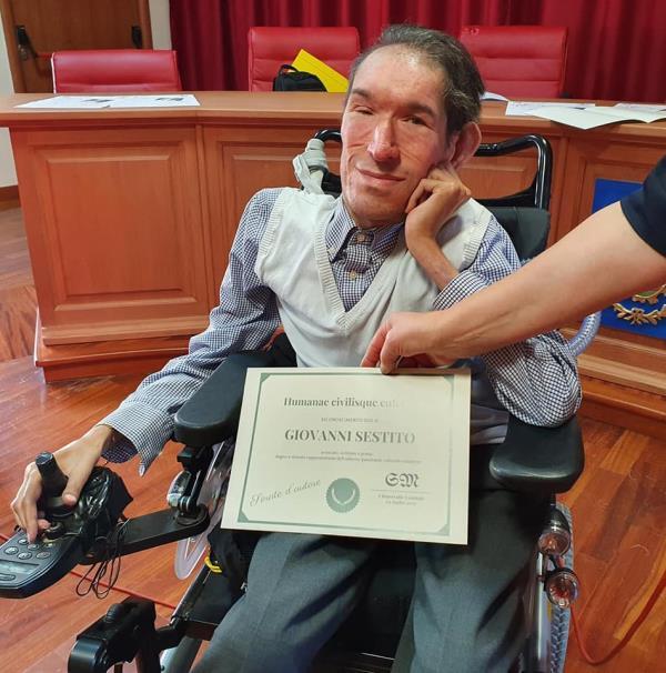 """images Chiaravalle Centrale, Giovanni Sestito vince il premio di poesia """"La spiga"""" a Bari"""