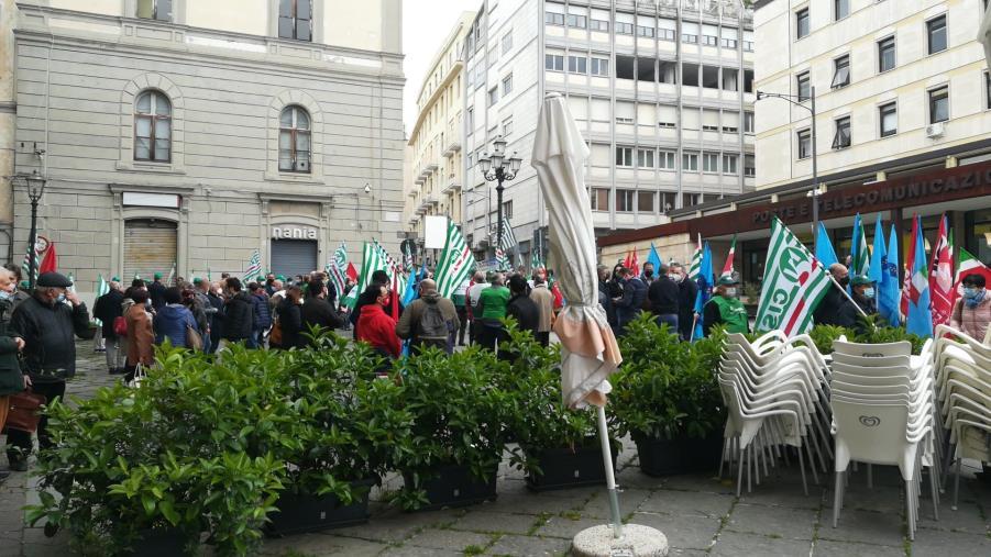 images Catanzaro. I sindacati in piazza per scuotere la politica nazionale e regionale