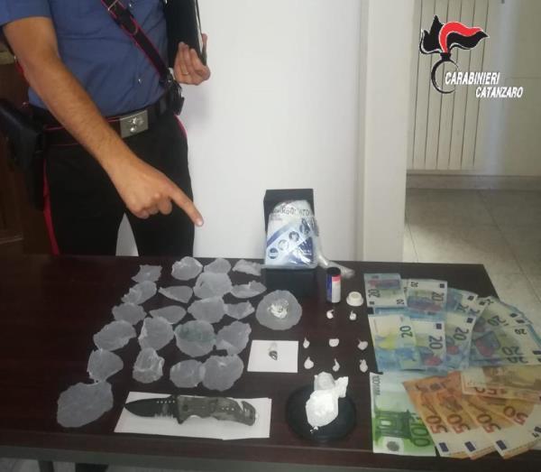 images Beccato sul lungomare di Soverato con coca e ecstasy, arrestato trentottenne