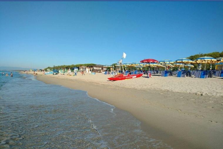 images Bimbo si perde in spiaggia per 20 minuti: i consigli degli esperti