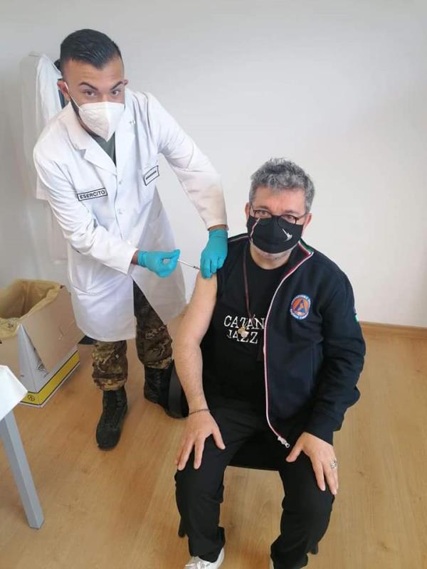 """images Spirlì riceve il vaccino al Centro di Taurianova: """"Vaccinarsi non è un privilegio, ma un diritto/dovere di ogni Italiano"""""""
