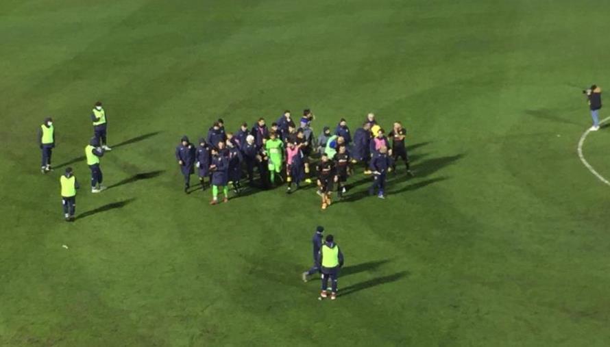 images Catanzaro vs Vibonese: 1-0 finale. Aquile vittoriose e la squadra abbraccia il mister