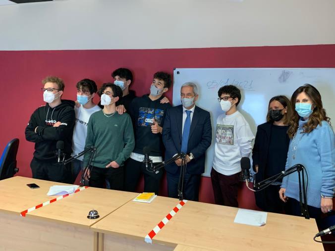 images Il sindaco di Rende Manna e l'assessora Sorrentino ospiti degli studenti del Pitagora a Radio Pigreco