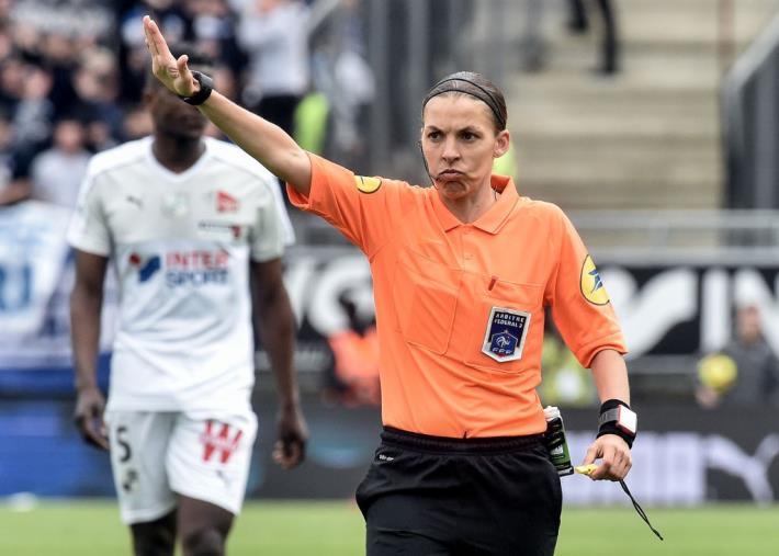 images Liverpool-Chelsea fa storia: un arbitro donna per la Supercoppa